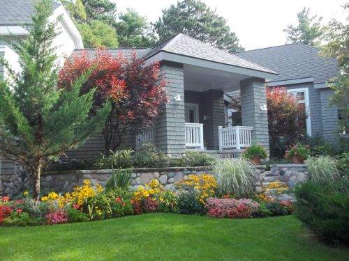 Summer flower and perennial garden